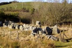 Kręgi kamienne, dolmeny, kopce